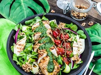 Fläskytterfilé med zucchini, nötter och ramslöksdressing