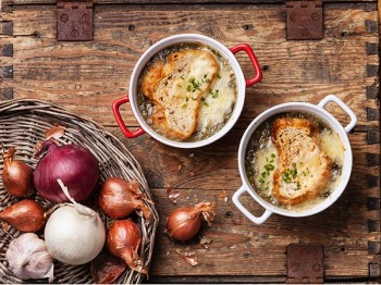 Recept på löksoppa - En enkel bistroklassiker